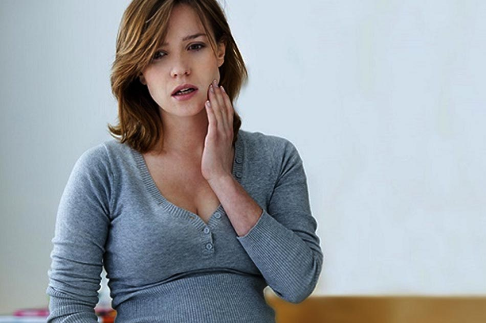 Phụ nữ mang thai bị viêm lợi do thay đổi hormon