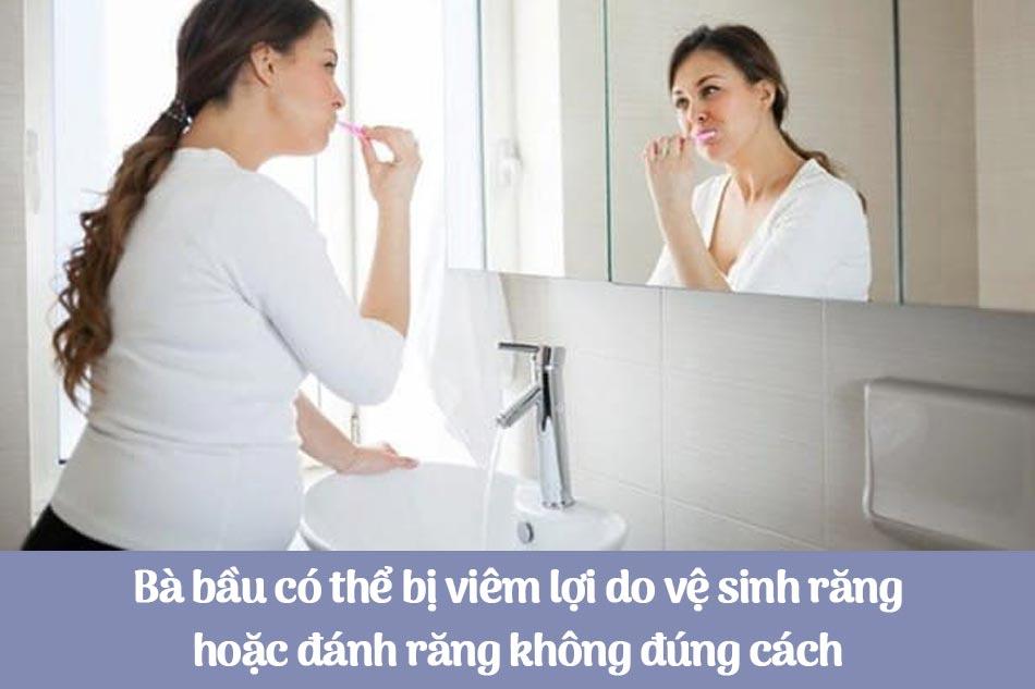 Bà bầu có thể bị viêm lợi do vệ sinh răng hoặc đánh răng không đúng cách