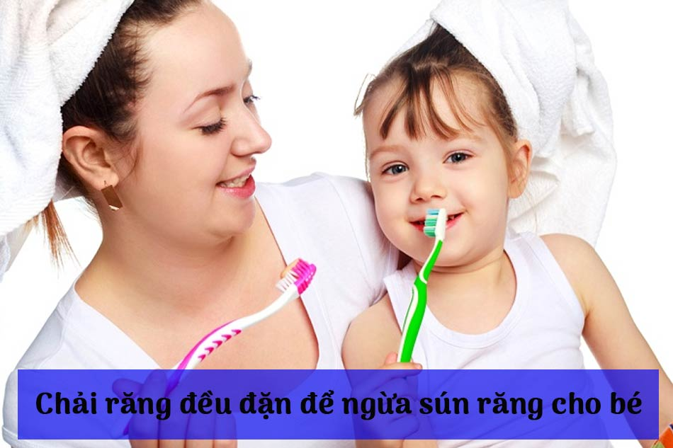 Chải răng đều đặn để ngừa sún răng cho bé