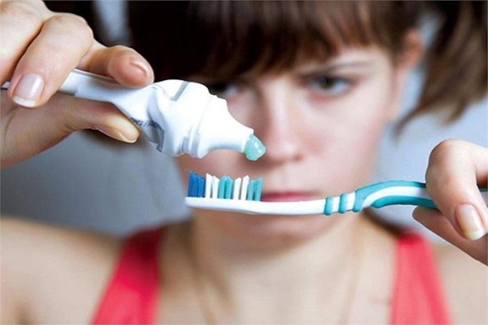 Do vệ sinh răng miệng sai cách