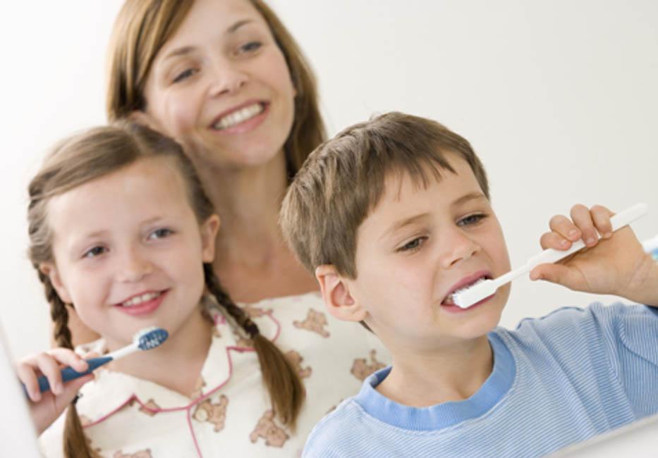 Mẹ hãy cùng hướng dẫn, động viên các con hãy chăm sóc và vệ sinh răng thật kỹ để bảo vệ sức khoẻ răng lợi.